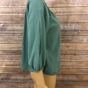 FOREVER 21 Tops - FOREVER 21 SZ SMALL GREEN TOP EMBROIDERY NWOT